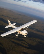 A Cessna 172 Skyahwk in flight. (Cessna)