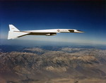 A North American XB-70A Valkyrie in flight (SN 62-0001). Note the drooped wingtips. (USAF)